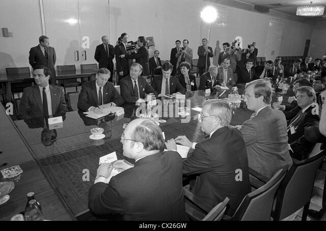 UDSSR. MOSKAU. Minister für ausländische Angelegenheiten der UdSSR Andrei Gromyko begrüßt die Stockbild