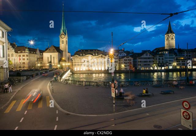 Promenade, Limmat, Zürich, Fraumünster, St. Peters Kirche, Stockbild