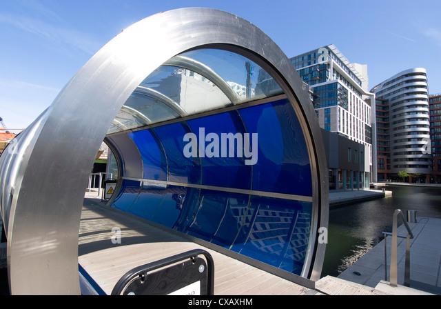 Die neue architektonische Entwicklung neben Paddington Basin, Teil des Regent es Canal, London W2, England, Vereinigtes Stockbild