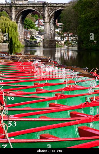 Ruderboote auf der Fluß Nidd, Knaresborough, North Yorkshire, England Stockbild