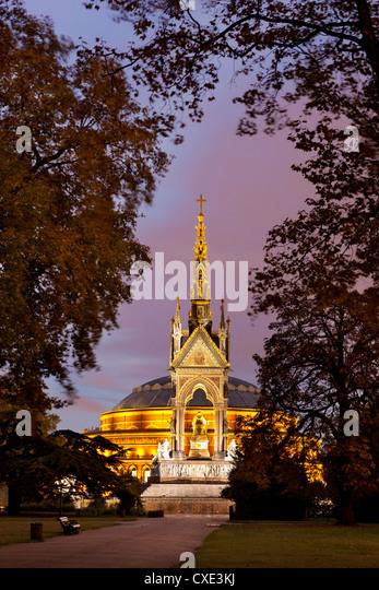 Albert Memorial und Royal Albert Hall bei Dämmerung, Hyde Park, London, England Stockbild