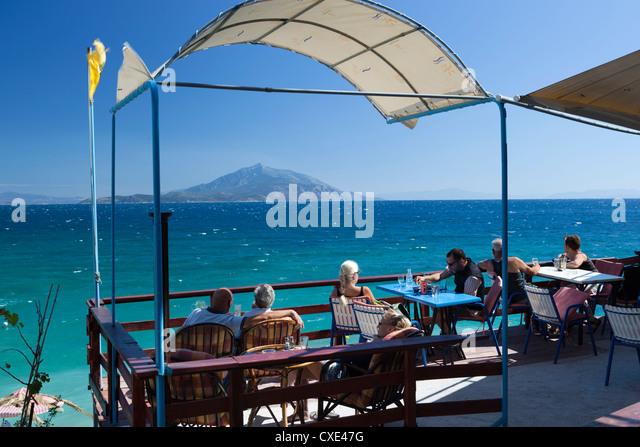 Cafe von Meer, Strand Pappa, Ireon, Samos, Ägäische Inseln, Griechenland Stockbild