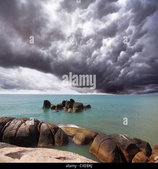 Gewitterwolke über dem südlichen Meer Stockbild