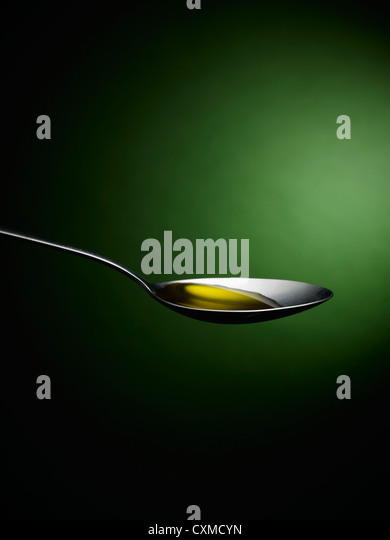 Löffel mit Olivenöl Stockbild