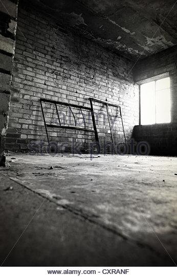 Leere, verlassene Zimmer Stockbild