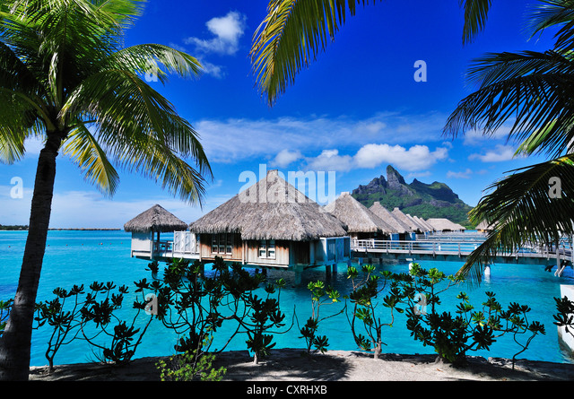 St. Regis Bora Bora Resort, Bora Bora, Leeward-Inseln, Gesellschaftsinseln, Französisch-Polynesien, Pazifik Stockbild