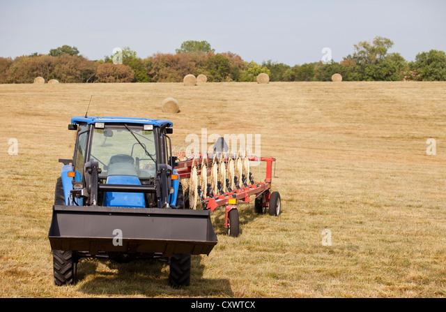 Traktor und Drescher Ernte Feld Stockbild
