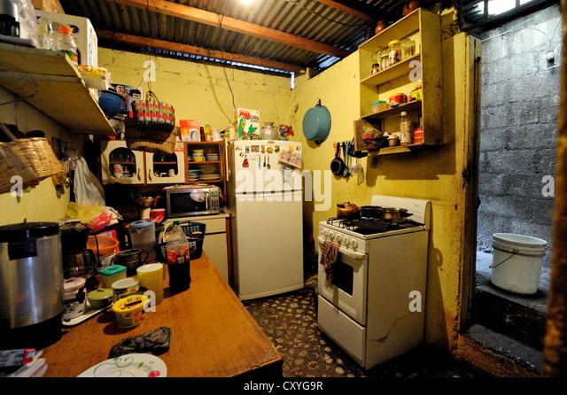 Bescheidenen Küche in einem Armenviertel, El Esfuerzo Slum, Guatemala City, Guatemala, Mittelamerika Stockbild