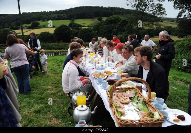 Cricket-Tee bei der jährlichen Match zwischen Arden Hall Besucher und dem Sun Inn (Auslauf Haus) Team. Stockbild