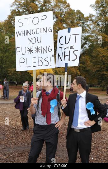 Anti-Sparmaßnahmen und Regierung schneidet Demonstranten in A Future, dass Werke London. Mit Stop Pleb & Stockbild