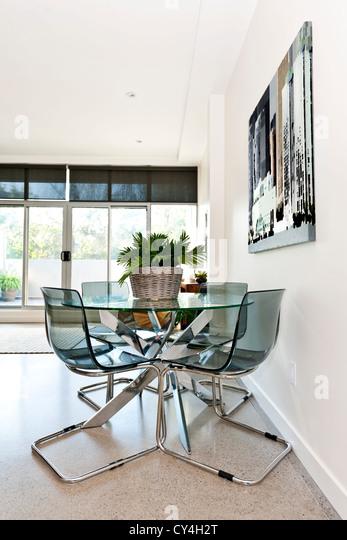 Esstisch und Stühle im Loft-Wohnung - Kunstwerk aus Fotograf portfolio Stockbild
