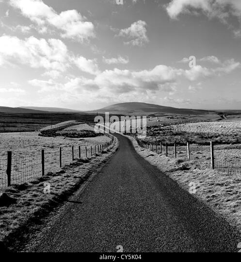 Antrim Hills Country Road, Nordirland Stockbild