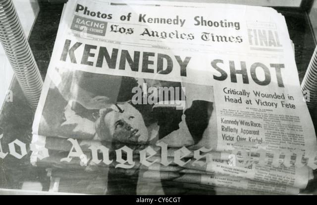 Kennedy (1925-1968) Titelseite von der Los Angeles Times detailliert seine Ermordung am 5. Juni 1968 Stockbild