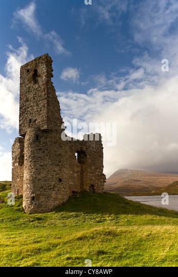 Die Ruine der Burg Ardwreck in Sutherland, Nordschottland Stockbild