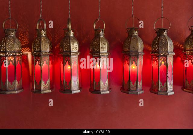 Herkömmliche Lampen in der alten Medina, Marrakesch, Marokko Stockbild