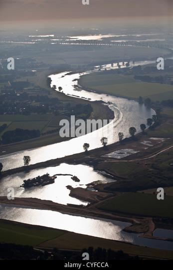 Den Niederlanden, Cuyk, Fluss Maas oder Meuse. Sunrise. Luft. Stockbild