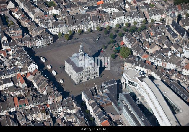 Die Niederlande, Maastricht, Rathaus. Luft. Stockbild