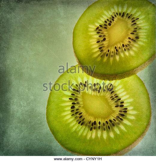 Zwei Scheiben Passionsfrucht/Maracuja Stockbild