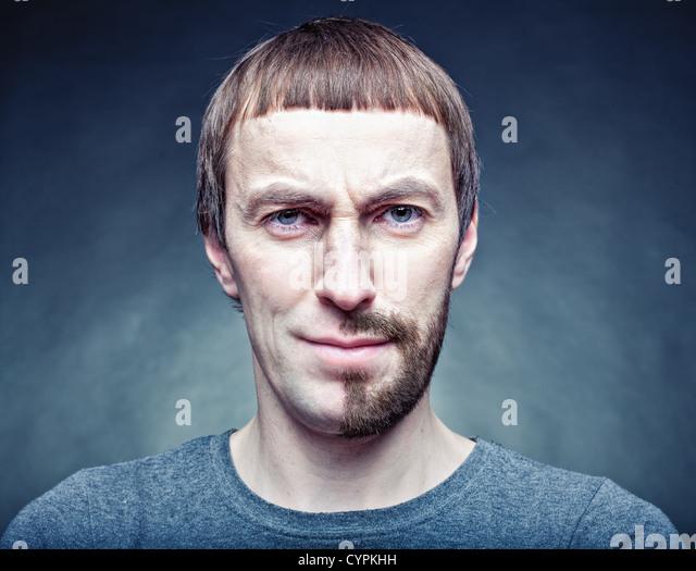 eine halbe Stufe das Gesicht zu rasieren. Fotokonzept Stockbild