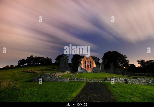 Nacht Schuss von Zoll Abbey im County Down, Nordirland. Irland Stockbild