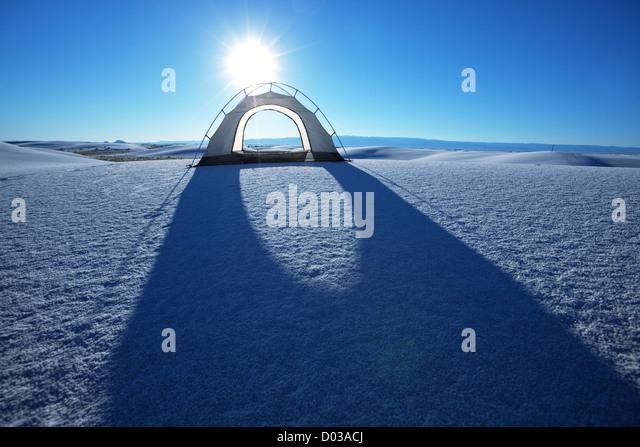 Zelt in weißen Dünen, USA Stockbild