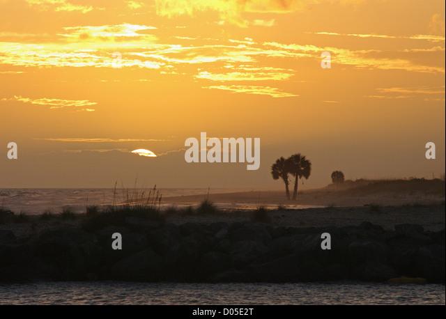 Ein tropischer Sonnenuntergang auf St. George Island in Florida Panhandle. Stockbild