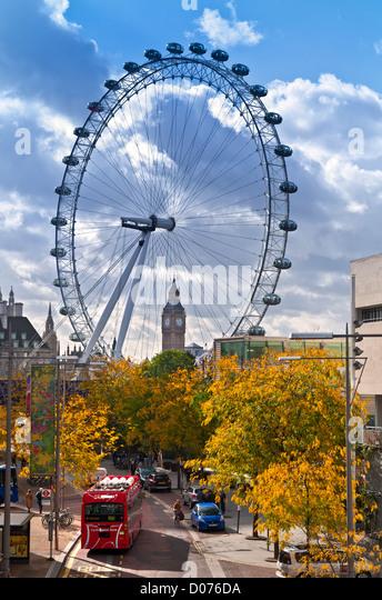 Das London Eye auf SouthBank und Big Ben, mit neuen Wasserstoff angetriebene roten Londoner Bus im Vordergrund und Stockbild