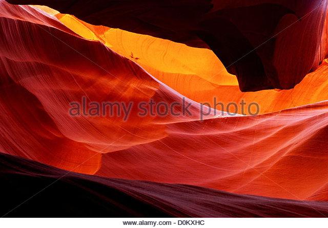 Rotem Sandstein im Antelope Canyon getragen glatt durch Erosion durch fließendes Wasser Stockbild