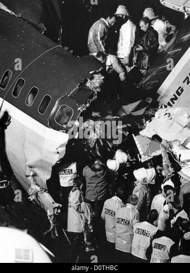 Kegworth Air Disaster 1989 ein Mann ist in der Nacht aus den Trümmern gerettet. Stockbild