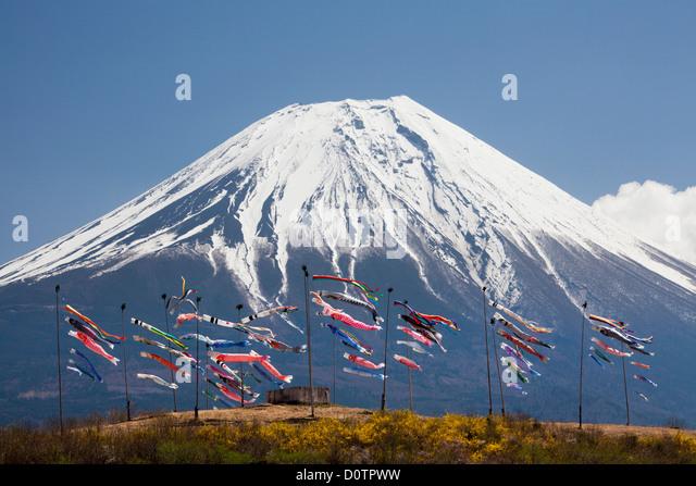 Japan-Asien Urlaubsreisen Koinobori Kinder Festival Fuji Mount Fuji Fujiyama Berg Schnee Frühlingsgarten Vulkan Stockbild