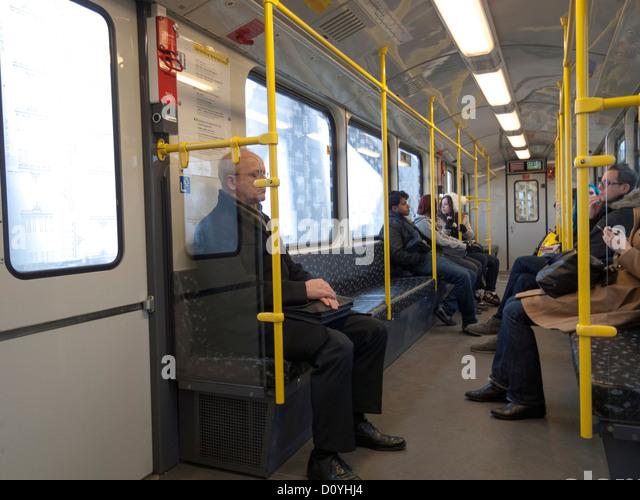 Berlin, Deutschland-Pendler in der u-Bahn, U-Bahn Stockbild