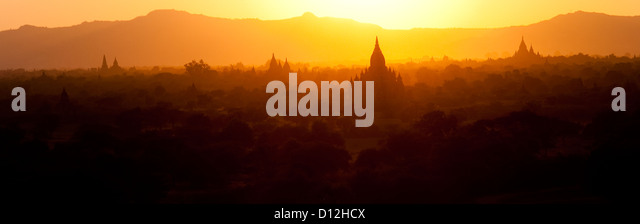 Tempel von Bagan bei Sonnenuntergang, Myanmar (Burma) Stockbild