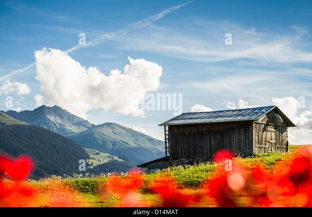 Blockhaus in ländlichen Landschaft Stockbild