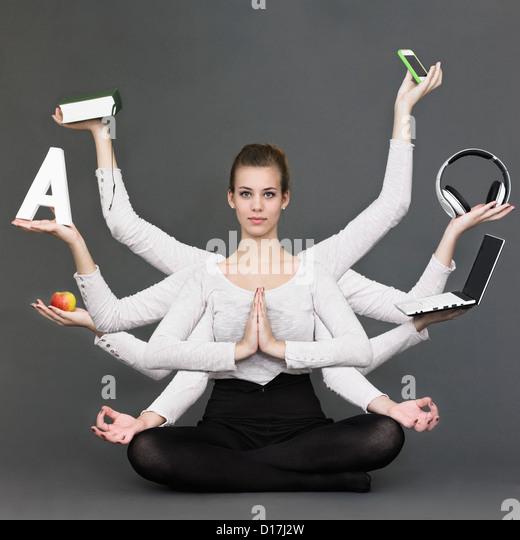 Jonglieren mit mehreren armen Frau Stockbild