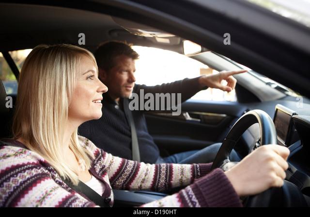 Paar im Auto Stockbild