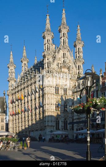 Das 15. Jahrhundert spät gotische Rathaus in der Grote Markt, Leuven, Belgien, Europa Stockbild
