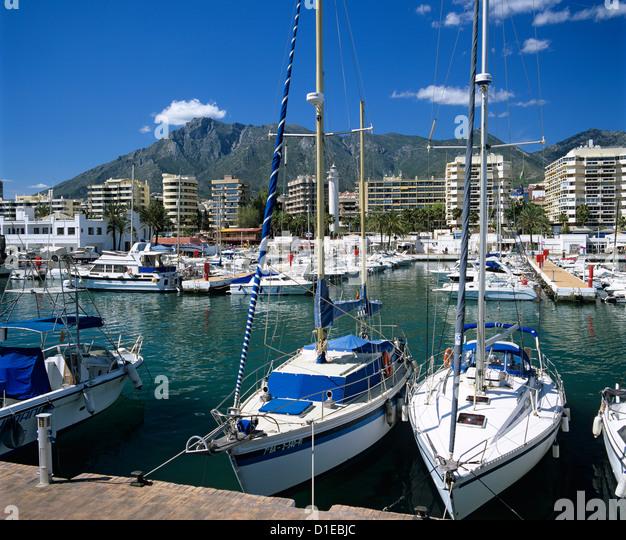 Blick über den Yachthafen, Marbella, Andalusien, Costa Del Sol, Spanien, Europa Stockbild