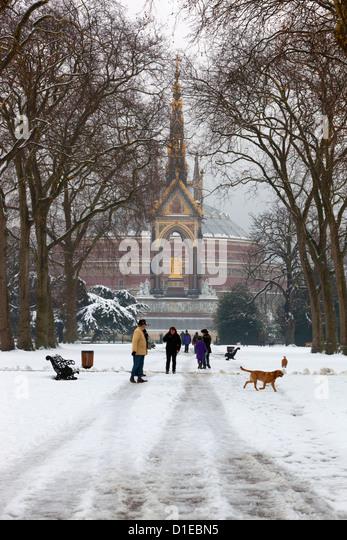 Das Albert Memorial und Royal Albert Hall im Winter, Kensington Gardens, London, England, Vereinigtes Königreich, Stockbild