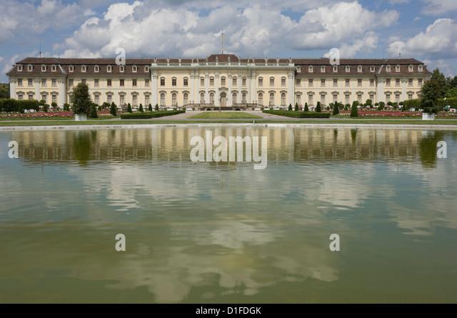 Das 18. Jahrhundert barocke Residenzschloss, inspiriert von Schloss Versailles, Ludwigsburg, Baden-Württemberg, Stockbild