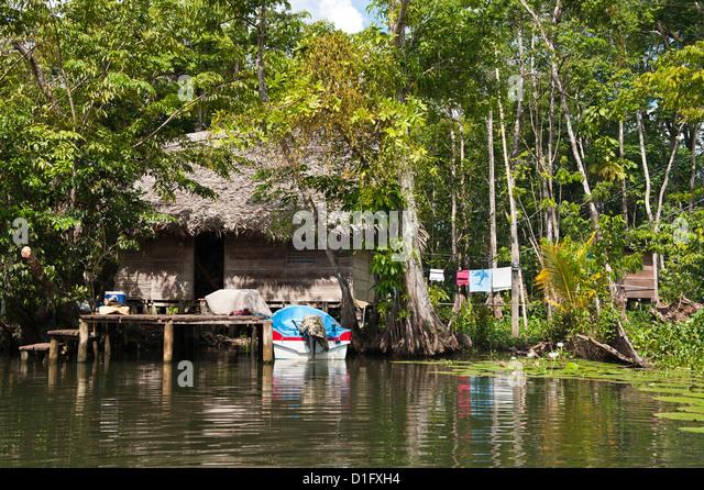 Indigene Völker, die Wohnung auf See Izabal (Lago de Izabal), Guatemala, Mittelamerika Stockbild