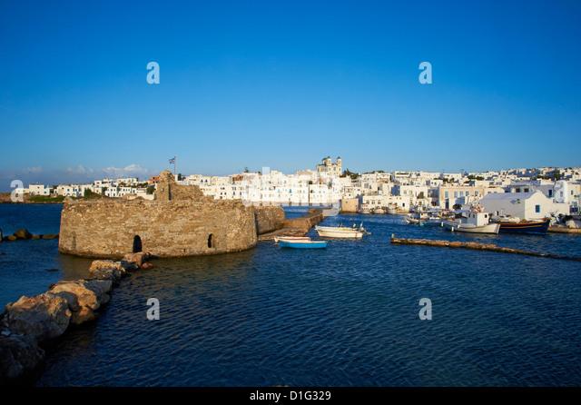Venezianische Festung und Hafen, Naoussa, Paros, Cyclades, Aegean, griechische Inseln, Griechenland, Europa Stockbild
