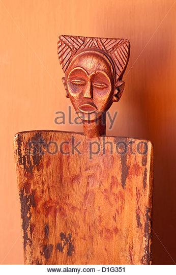 Lokalen Kunstwerken Darstellung Frauengesichter, Okahirongo Lodge, Namibia, Afrika Stockbild