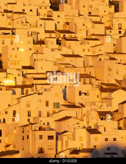 Weißen andalusischen Dorfes bei Sonnenuntergang, Casares, Andalusien, Spanien, Europa Stockbild
