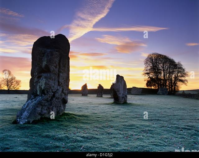 Prähistorischer Steinkreis in Frost, Avebury, UNESCO-Weltkulturerbe, Wiltshire, England, Vereinigtes Königreich, Stockbild