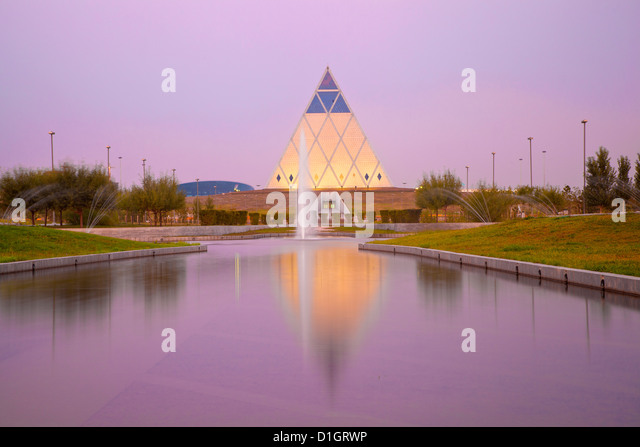 Palast des Friedens und der Versöhnung Pyramide, entworfen von Sir Norman Foster, Astana, Kasachstan, Zentralasien, Stockbild