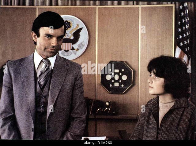 Barbaras Baby - Omen Iii Final Conflict, Sam Neill, Barnaby Holm Satans Sohn Damien Thorn (Sam Neill, l) Hut Einen Stockbild