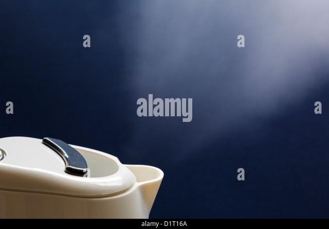 steaming kettle stockfotos steaming kettle bilder alamy. Black Bedroom Furniture Sets. Home Design Ideas