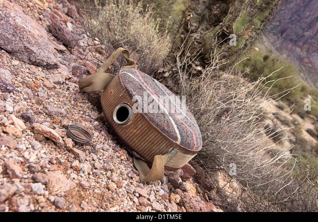 Eine alte, leere Keller in einer zerklüfteten Wüste Wildnis bietet einen Rückschluss für Austrocknung Stockbild