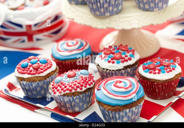Cup Cakes mit roten, weißen und blauen Glasur Stockbild