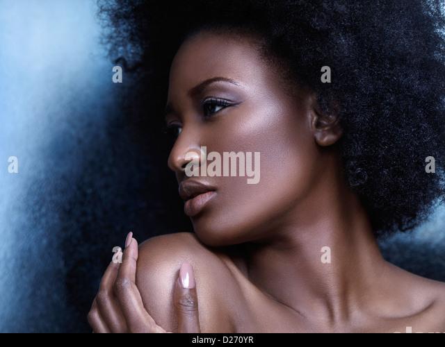 Schönheit Porträt eines jungen afroamerikanischen Frau Profils des Gesichts Stockbild